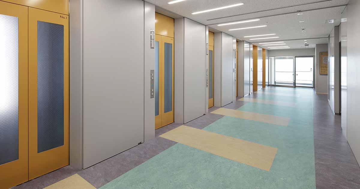 Pisos ecológicos en hospitales y clínicas modernos