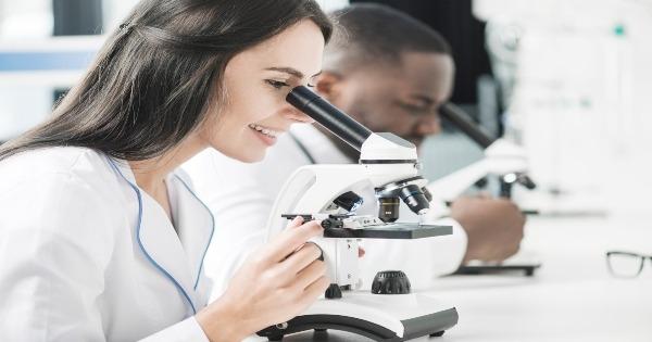 Requisitos de manejo de materiales peligrosos en el laboratorio